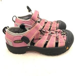 Keen All Terrain Shoes in Pink